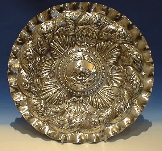 Identification de poinçons sur plat décoratif Capt1050