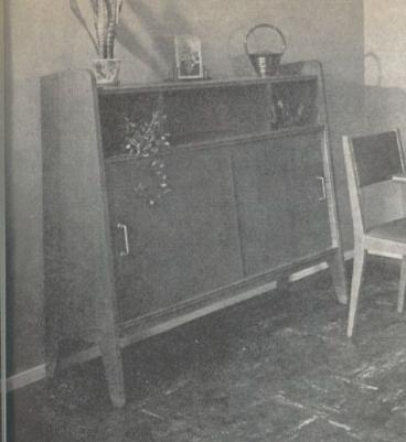 Petit meuble vintage en placage chène Capt2485