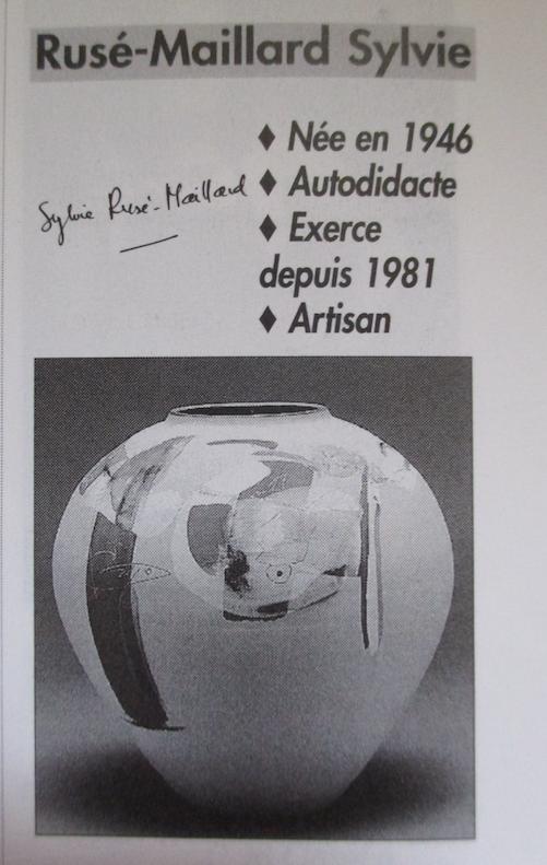 Assiette grès décor abstrait  siganture incisée en dessous Sylvie PIAUD Capt2833