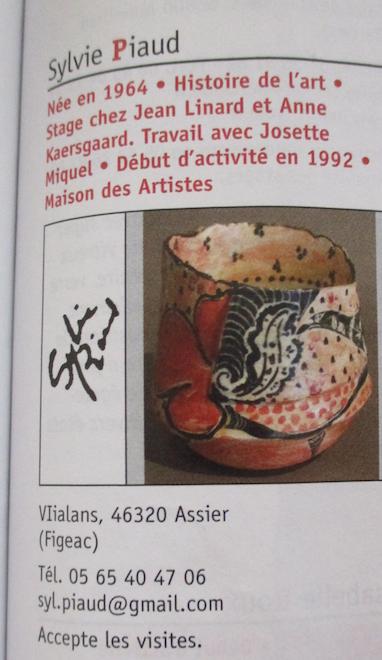 Assiette grès décor abstrait  siganture incisée en dessous Sylvie PIAUD Capt2836