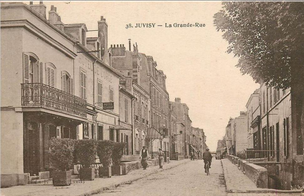 Une rue  de Juvisy,, un défilé, un personnage yeux bandés ....  - Page 3 Captur54