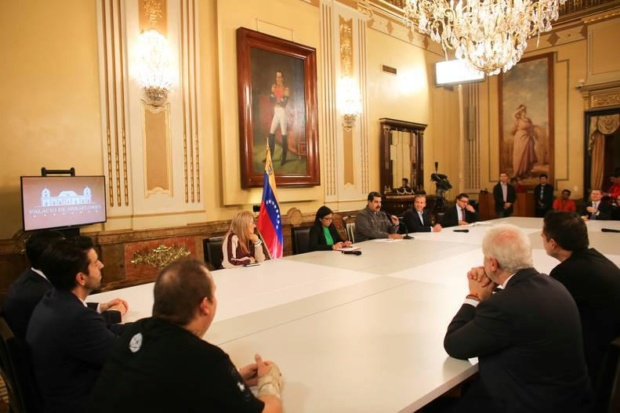 Nicolás Maduro y expertos en criptomendas