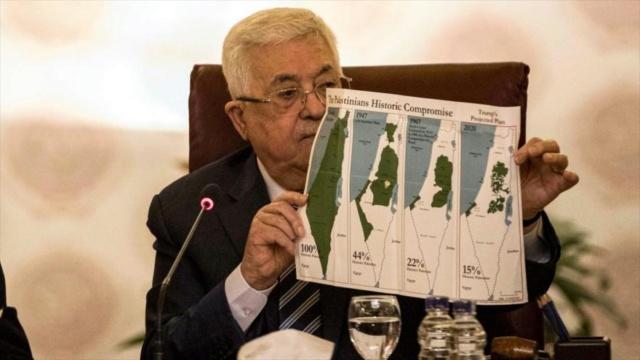 Mahmud Abbas muestra el mapa palestino