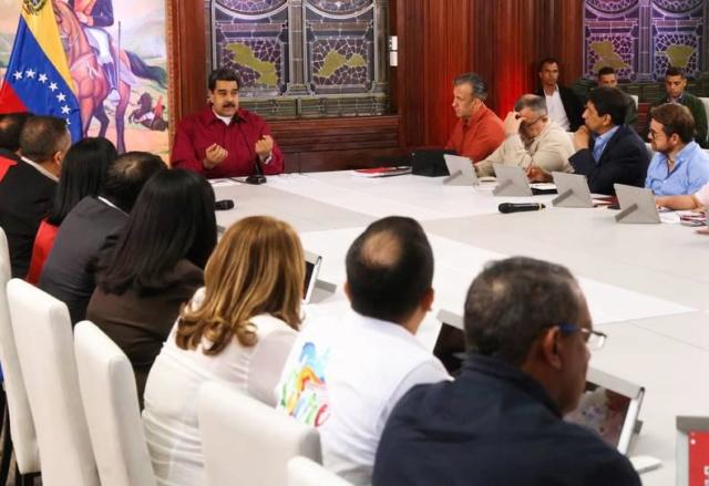 Atención al pueblo debe ser prioritario para el Gobierno pide Maduro a Gobernadores 006_fb12