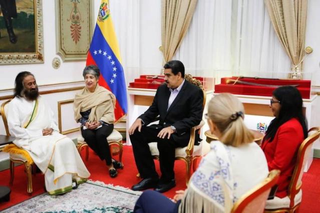 Nicolás Maduro y Gurudev Sri Sri Ravi Shankar