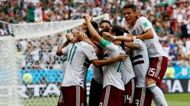 México vence a Corea del Sur y se asegura medio boleto para los octavos del Mundial 15297710