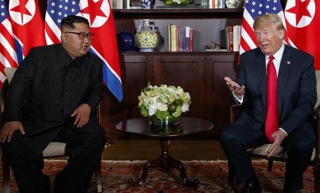 Donald Trump y Kim Jong-un firmaron un documento tras su histórica cumbre en Singapur 2018-016