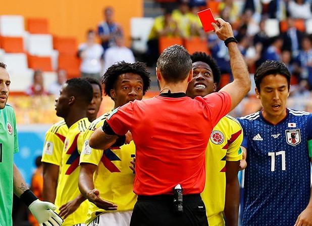 Regresa el crimen a Colombia: Amenazan de muerte a Carlos Sánchez por la tarjeta roja que le sacaron en el Mundial 2018-049