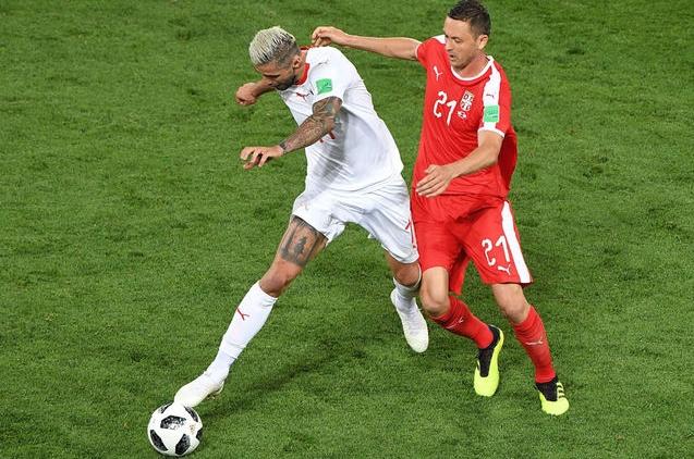 Suiza derrota a Serbia en partido clave del grupo de Brasil 2018-051