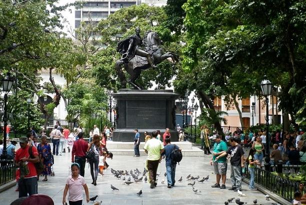 Gran mayoría de los venezolanos rechazan sanciones de EEUU, refleja una encuesta de Hinterlaces 2018-056