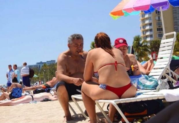 """¡Arenita playita! Fotografían a Pablo Medina """"luchando por la democracia"""" en playa de Miami Beach 2018-170"""