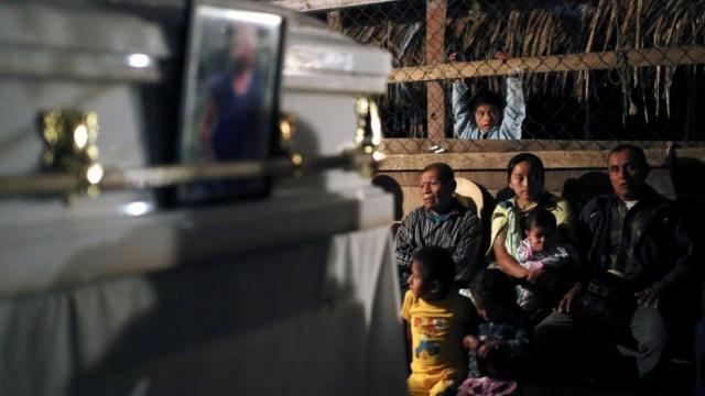Un niño guatemalteco de 8 años muere bajo custodia de EE.UU.