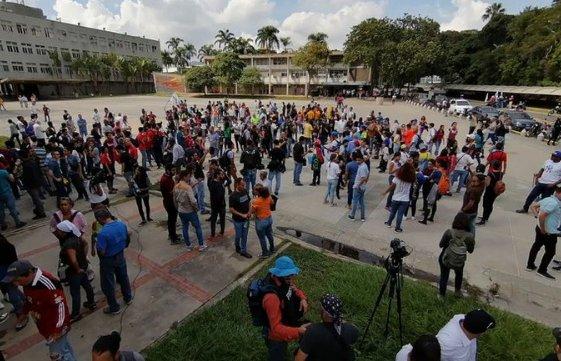 Fracasa marcha opositora de estudiantes
