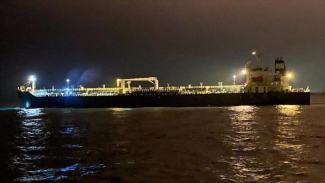 Buque de Irán lleva gasolina a Venezuela