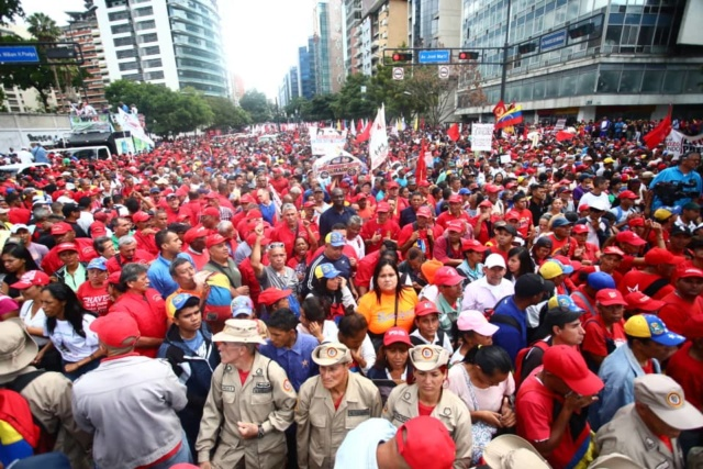(Imágenes) Miles de chavistas salieron a marchar en respaldo del Presidente Maduro y la democracia 23011910