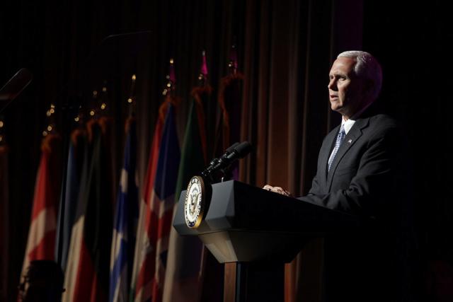 Vicepresidente de EEUU pide a países de América Latina a aislar a Venezuela 35223710
