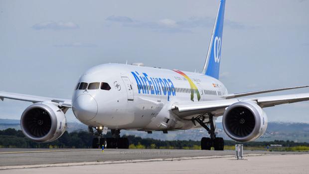 Air Europa y Venezuela firman acuerdos de inversión respaldados en petros 41579610