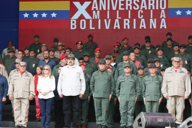 Presidente Maduro y militares