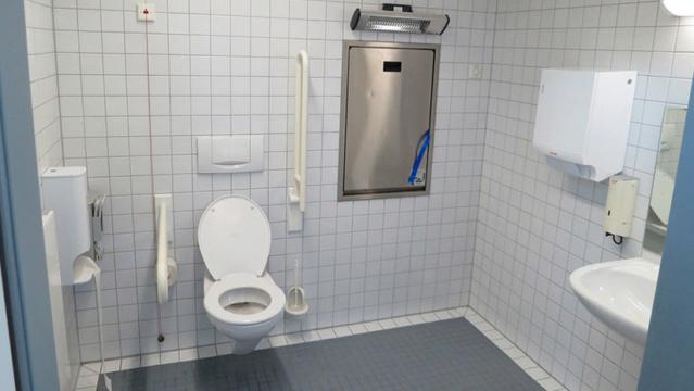 Los principales riesgos que corres al utilizar baños públicos 5b30fc10