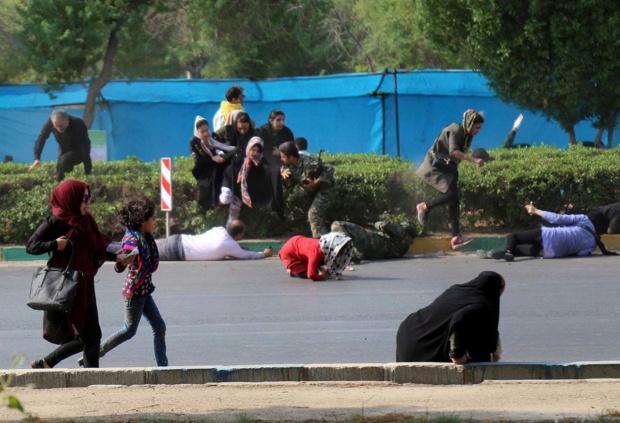 Ataque terrorista durante desfile en Irán