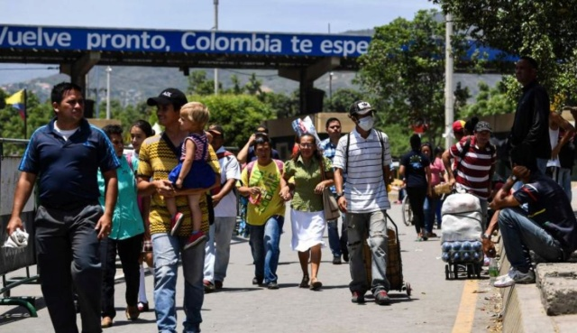 Colombianos llegan a Venezuela