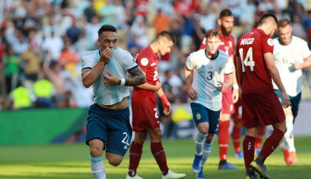 Argentina le gana a Venezuela 2-0