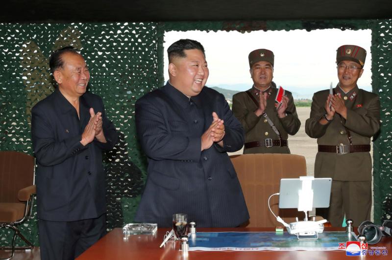 """Directo al orto de Trump: Corea del Norte probó un nuevo sistema lanzacohetes múltiple """"supergrande"""" 5d61c510"""