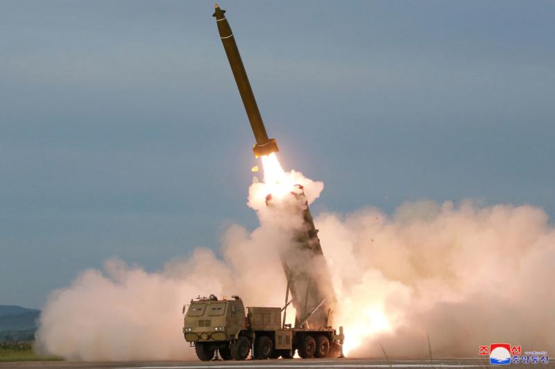 """Directo al orto de Trump: Corea del Norte probó un nuevo sistema lanzacohetes múltiple """"supergrande"""" 5d61c610"""