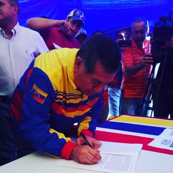 (Fotos) Trujillanos salieron masivamente a firmar para rechazar bloqueo de EEUU contra Venezuela 66419210