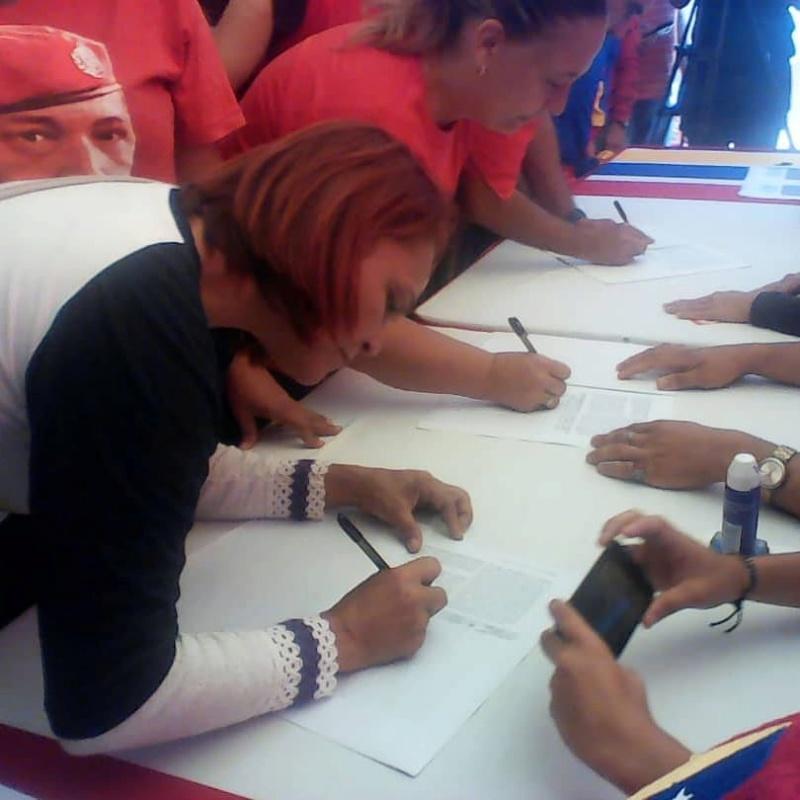 (Fotos) Trujillanos salieron masivamente a firmar para rechazar bloqueo de EEUU contra Venezuela 66477810