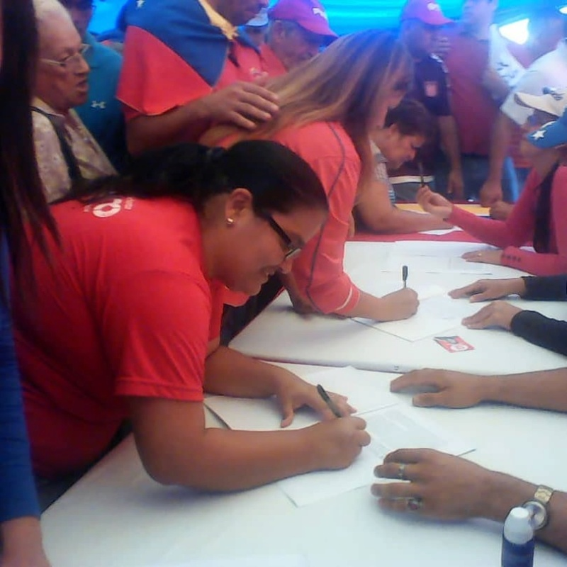 (Fotos) Trujillanos salieron masivamente a firmar para rechazar bloqueo de EEUU contra Venezuela 66820610
