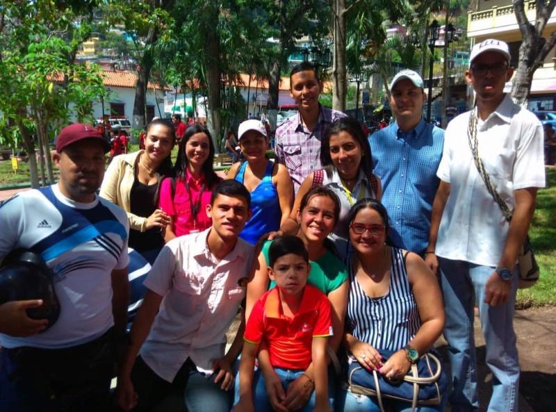(Fotos) Trujillanos salieron masivamente a firmar para rechazar bloqueo de EEUU contra Venezuela 66837510