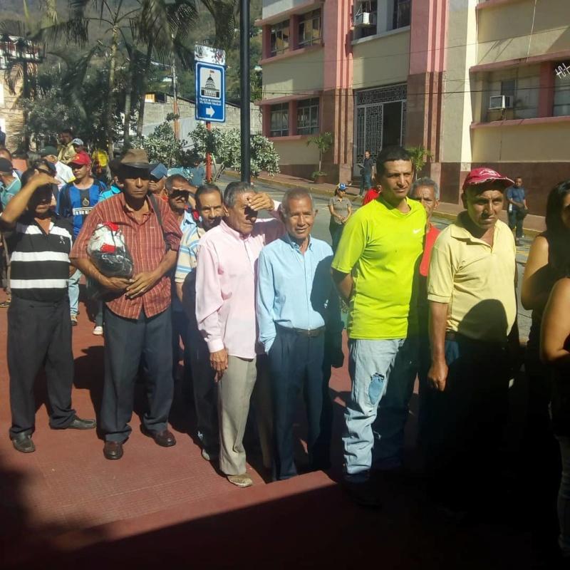 (Fotos) Trujillanos salieron masivamente a firmar para rechazar bloqueo de EEUU contra Venezuela 67451910