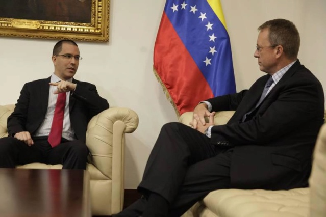 Encargado de la embajada de EEUU en Caracas mostró preocupación por atentado contra Maduro _mg_6210