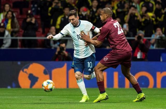 Venezuela gana 3-1 a Argentina en partido de regreso de Messi