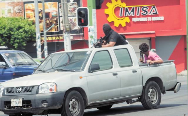 Oposición nicaragüense crea grupos paramilitares armados y siembran el terror en las calles Armado10