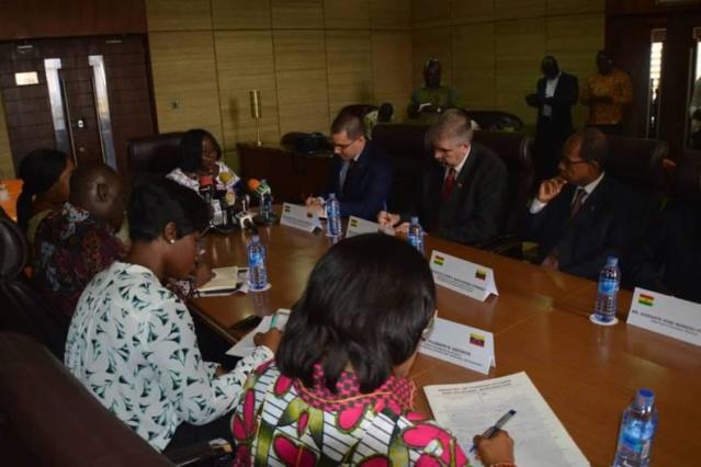 Venezuela y Ghana acuerdan profundizar relaciones de cooperación Arreaz15