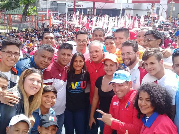 Diosdado Cabello y Estudiantes