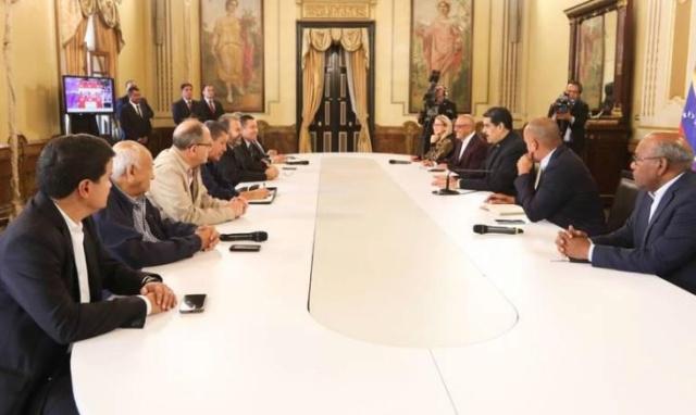 Maduro se reunió con dirigentes opositores de la Mesa de Diálogo Nacional