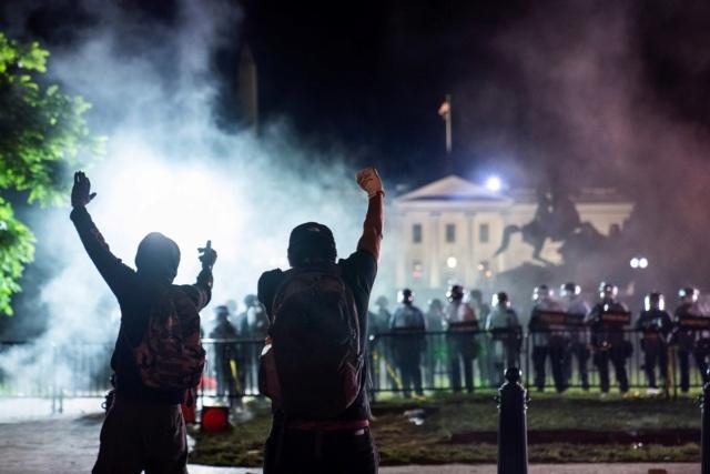 Fuertes protestas a las afueras de la Casa Blanca