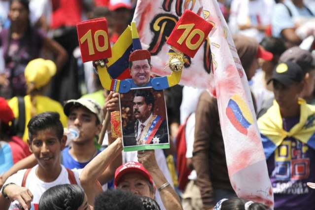 Venezolanos marchan este lunes en respaldo al presidente Maduro Cierre10