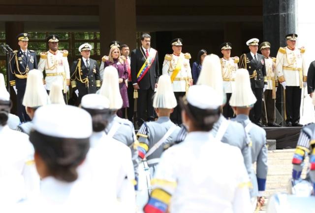 El presidente de Venezuela, Nicolás Maduro y militares