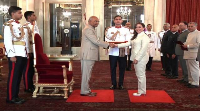 Embajadora Coromoto Godoy entregó credenciales al presidente de India