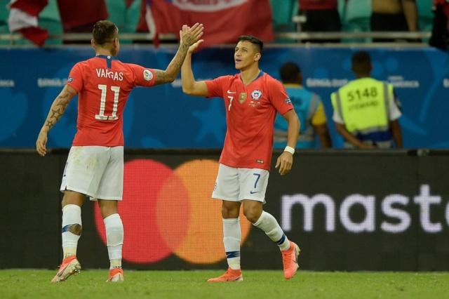 Chile gana 2-1 a Ecuador