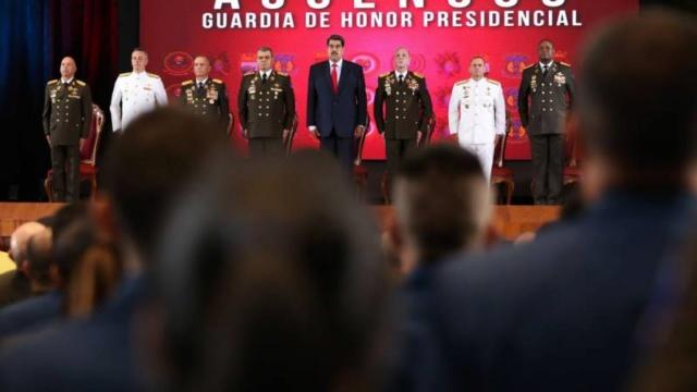 Presidente Nicolás Maduro y militares