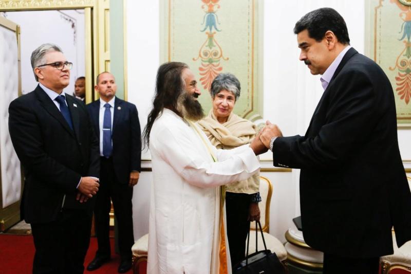 Presidente Maduro solicitó a Sri Sri Ravi servir como mediador en diálogos de paz con la oposición D_msxz10