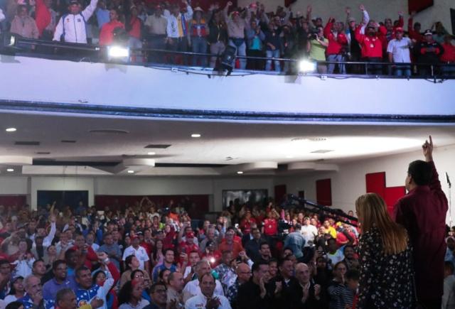 Presidente Maduro ordena aumento de salario en todos sus niveles, bono de alimentación y pensiones Dgkzie10