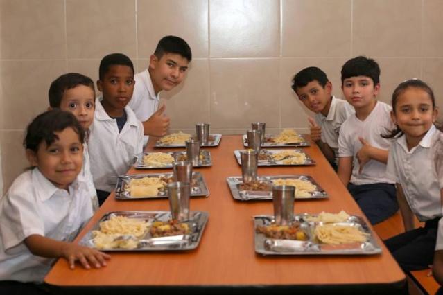 Niños en comedor escolar Venezuela