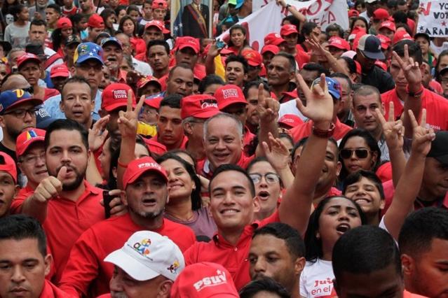 Diosdado Cabello y pueblo