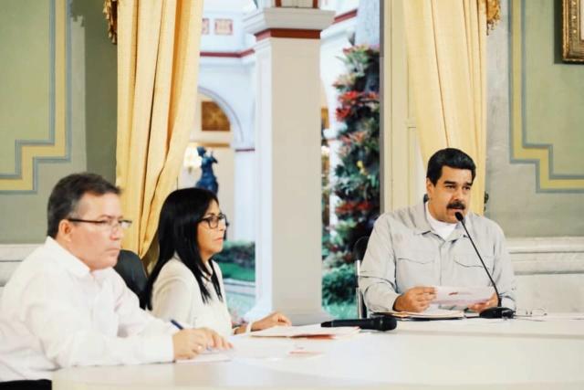 Maduro aprobó más de 293 millones de euros para la compra de insumos y medicamentos de alto costo Dirjnz10